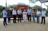"""La alcaldesa, Pepa González Bayo, destaca la """"responsabilidad social y corporativa"""" de la empresa 'Frutas Esther' en Cartaya"""
